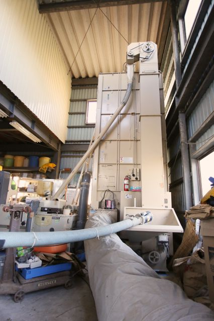 モミを乾燥させる機械