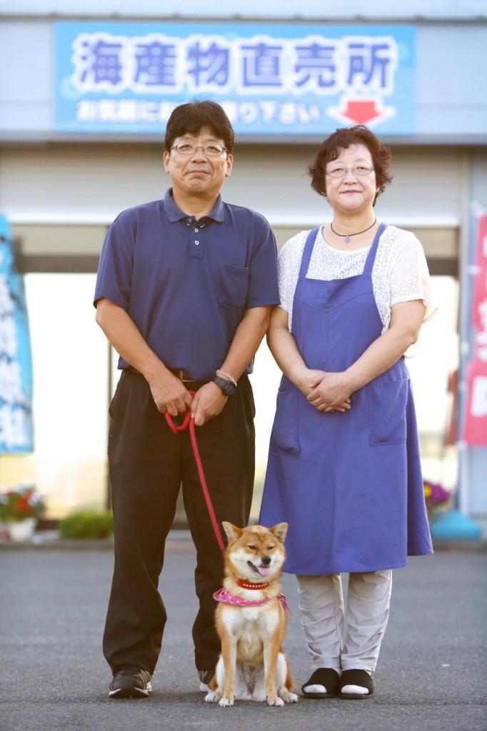 相馬市の日下石にある今野海産の佐竹真理子さんと、佐竹秀一さん
