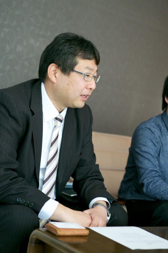 株式会社サンエイ海苔の本社営業所所長の阿部純也さん。